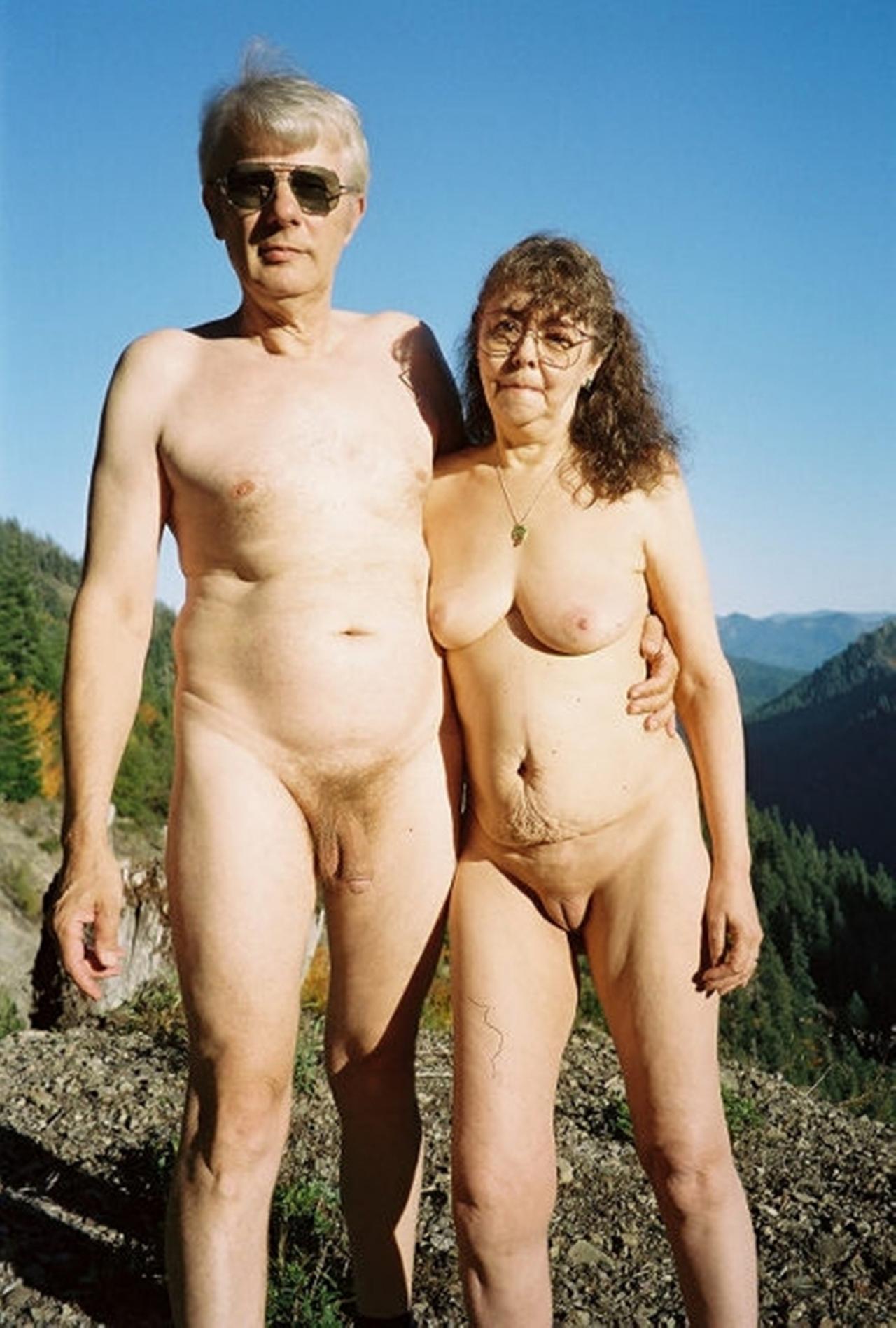 pozhilie-nudisti-na-foto