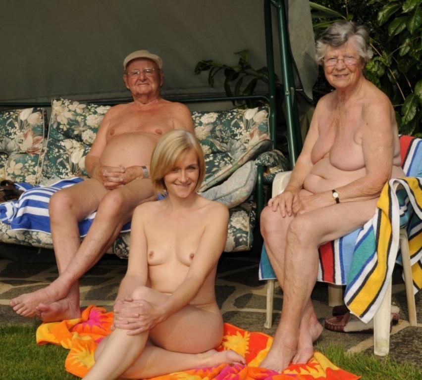 всей семьей голые фото