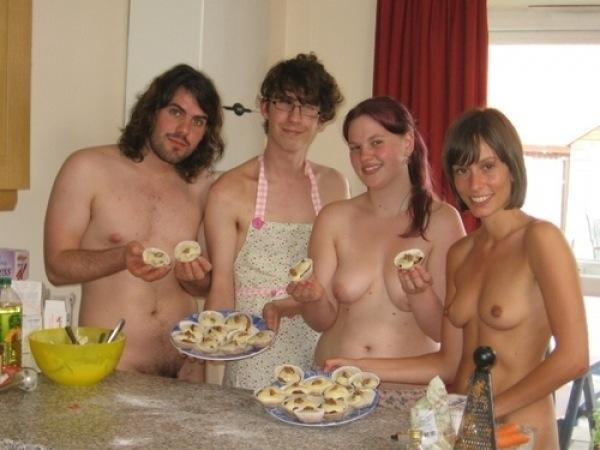Фото где все в семье ходят голые